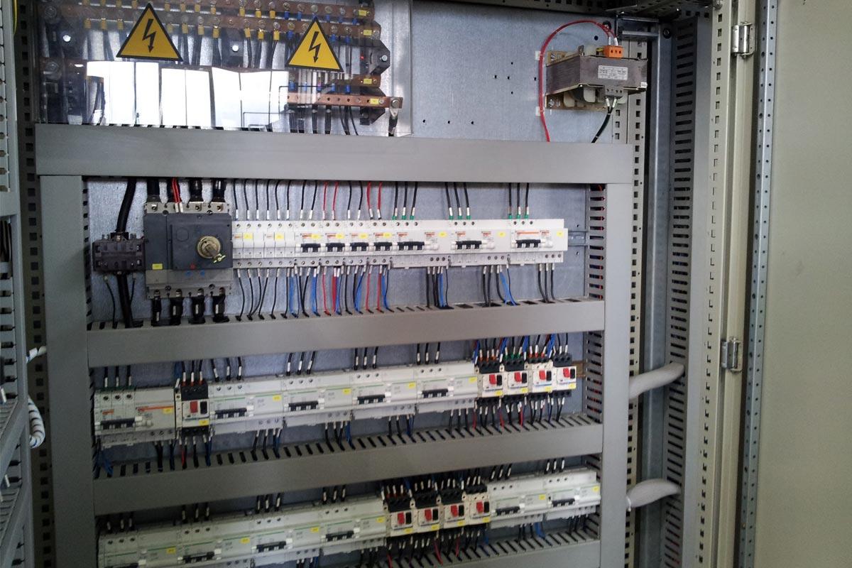 Schemi Elettrici Impianti Industriali : Realizzazione di impianti elettrici civili e industriali